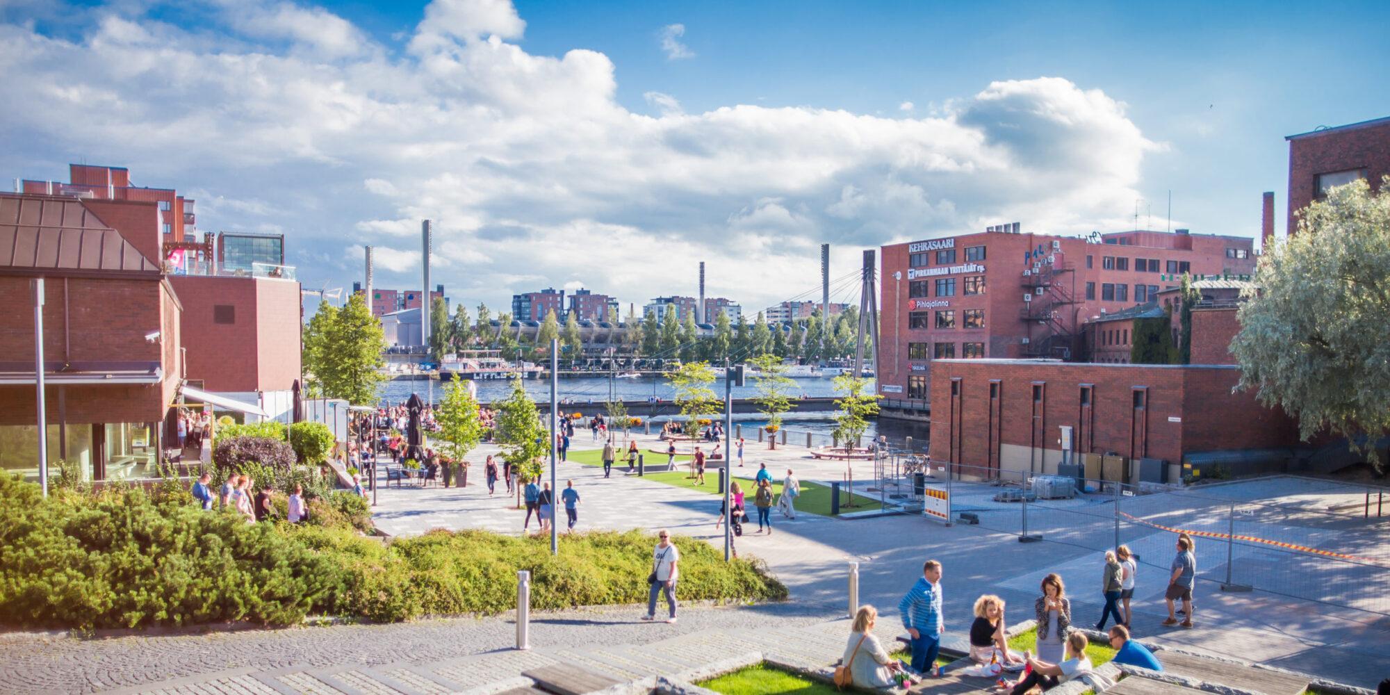 Tampereen kosken seutu kesällä